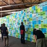 re:publica: Ausgedruckte Tweets der analogen Twitterwall