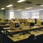 Computerraum an der UWE 1994: Heute vermutlich alles etwas flacher (oder bring your own device)